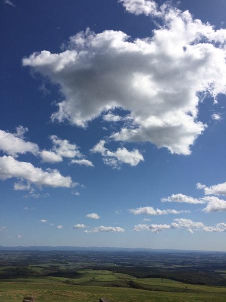 當天的天空好藍好美,山上好冷
