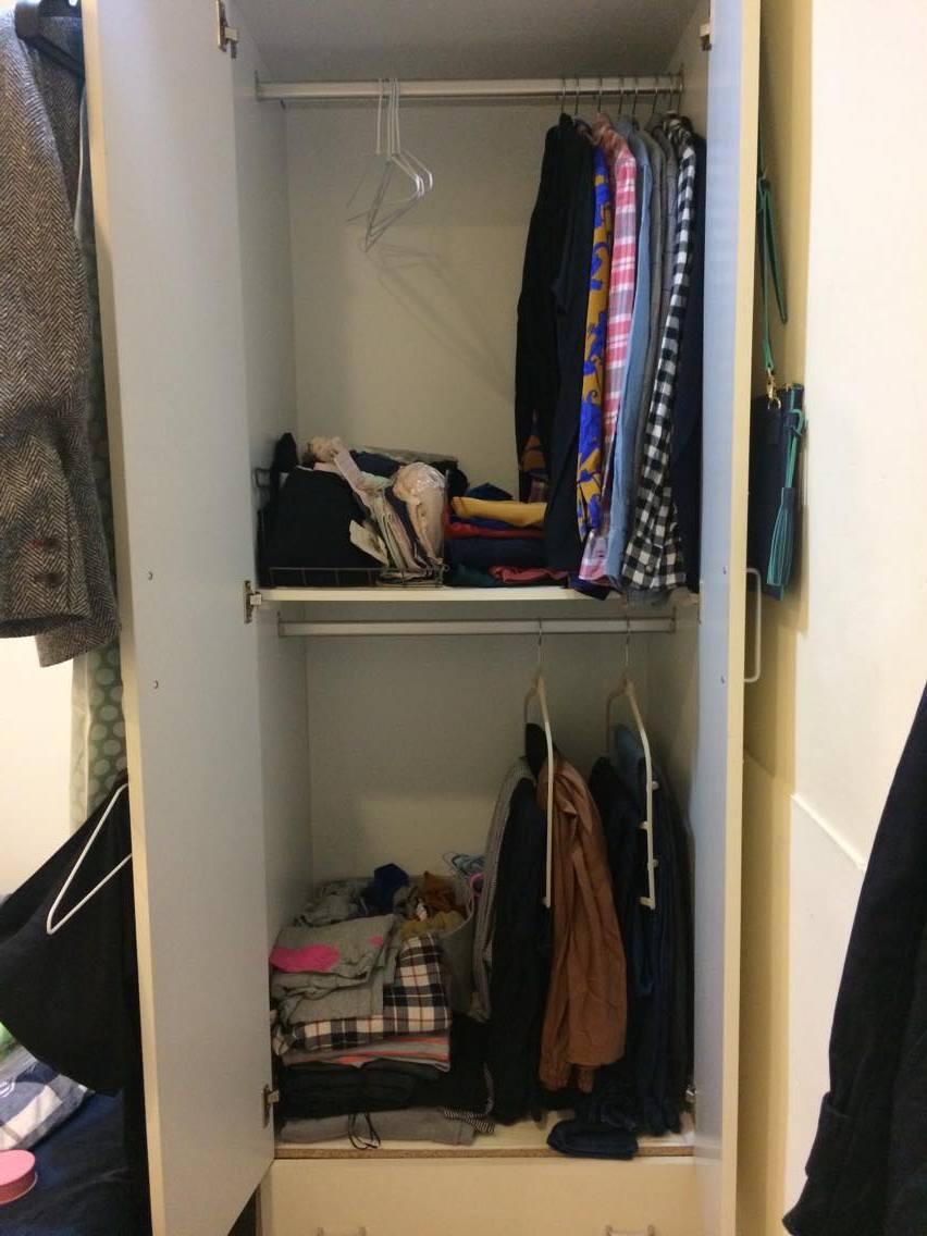 第一次整理完是這樣,覺得衣櫃有很大一部分沒有被妥善利用,也覺得這樣的動線不好,所以後來我又重新擺了一次